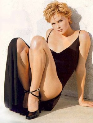 http://www.noticiasdot.com/cine/wp-content/uploads/2007/01/charlize-theron.jpg