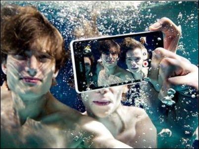 Sony Xperia ZR, el móvil que graba bajo el agua y en alta resolución