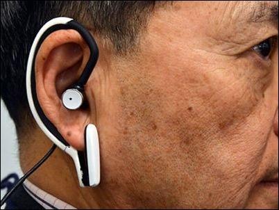 Científicos japoneses buscan desarrollar un mini PC que se puede llevar en una oreja