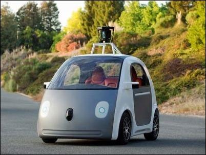 California obliga a Google a instalar un volante en su coche autónomo