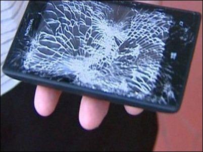 Nokia Lumia 520 detiene una bala y salva a un policía