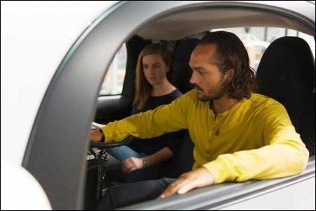 Google introduce volante y pedales a sus coches autónomos.