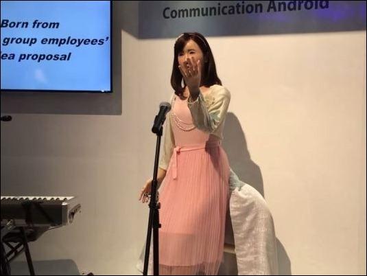 Toshiba presenta robot increíblemente realista