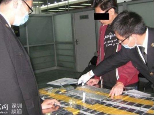 china-contrabandista-iPhones-032