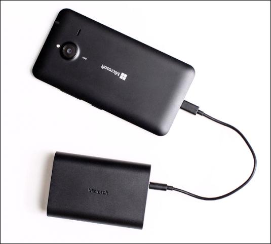 Los nuevos cargadores Microsoft Portable Dual prolongan la batería de tus dispositivos por más tiempo