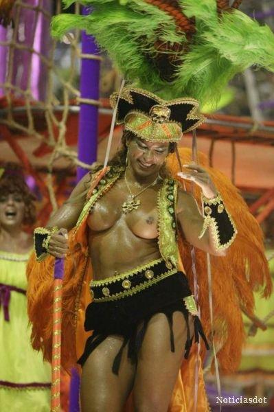 Topless Samba 39