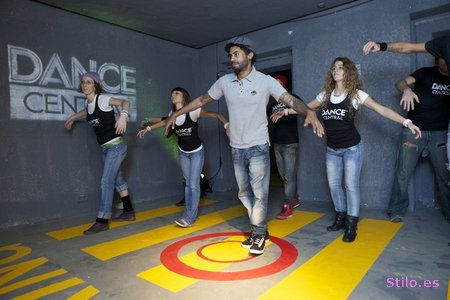 http://www.noticiasdot.com/publicaciones/galerias/xbox/2010/Kinect-dance-central/images/Kinect-dance-central-01.jpg
