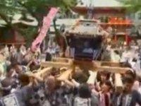 """Los geeks japoneses sacan en procesión a los santos """"gadgets"""""""