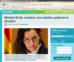 web recoge firmas pidiendo la dimisión de Sinde