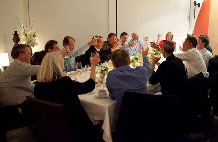 Jobs, Zuckerberg y Schmidt alzan su copa junto a Obama