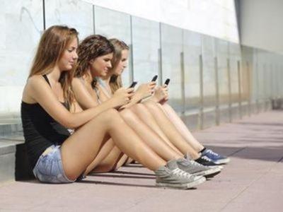Los jóvenes prefieren Twitter, WhatsApp, Snapchat, Line o Wechat antes que Facebook