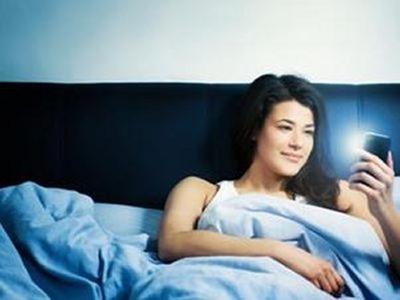 Dormir con un smartphone no es sano para la salud