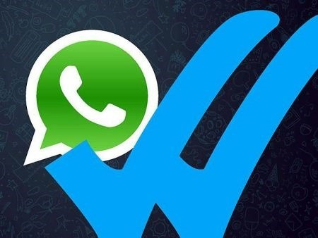 Utilizan el doble check azul de WhatsApp para estafar a usuarios