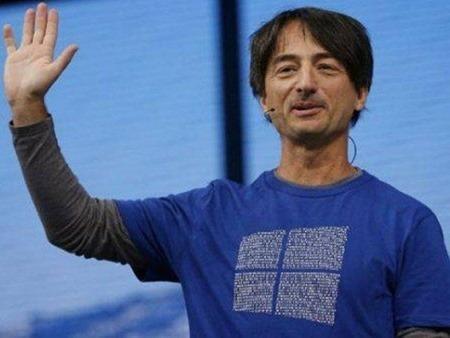 Desvelan los mensajes que el vicepresidente de Microsoft escondió en su polo